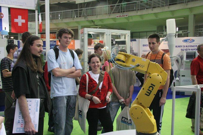 fiera della tecnlogia e automazione belgrado serbia braccio robot